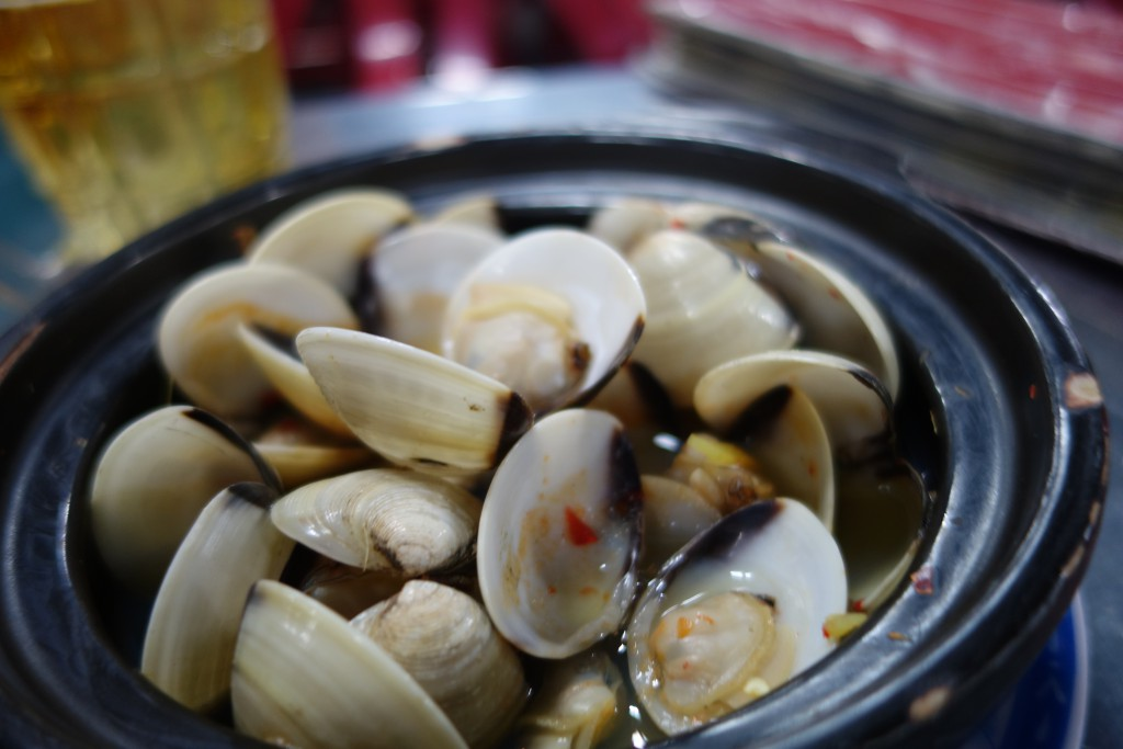 Nghêu hấp sả - clams steamed in lemongrass and chili.