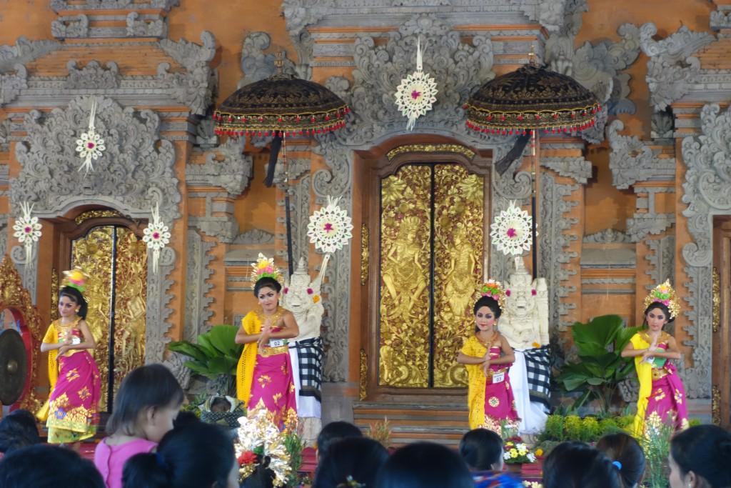 Legong dance performance.